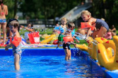 zwembad buitenspeelgoed